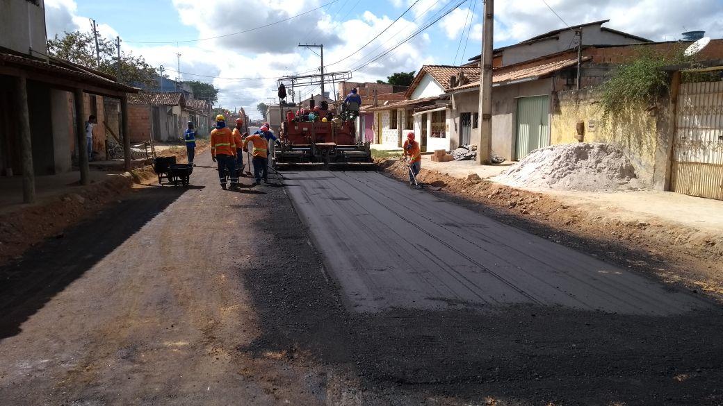 Prefeitura começa semana com equipes de asfaltamento no Juca Rosa 1