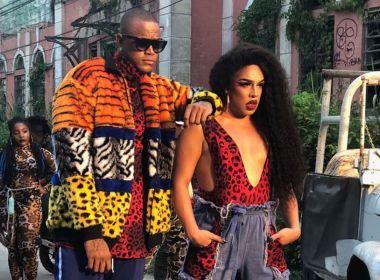 Em clima de sedução e atitude, drag Gloria Groove lança clipe com Léo Santana; assista 1