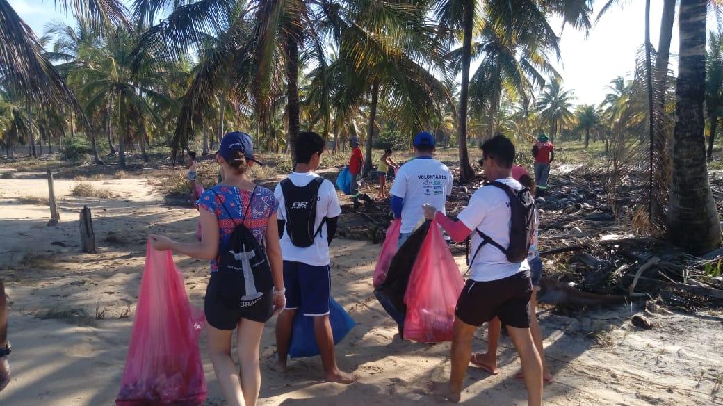 Mais de uma tonelada de lixo é retirada da praia Mar Moreno em Belmonte 2