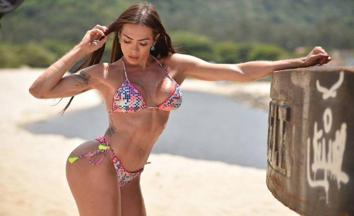 Transfit Priscila Reis faz seu primeiro ensaio sensual como modelo profissional 1