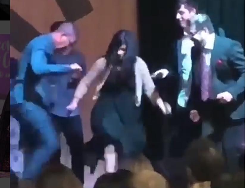 """Cantora gospel Fernanda Brum faz """"passinho de funk"""" durante culto e revolta evangélicos 1"""