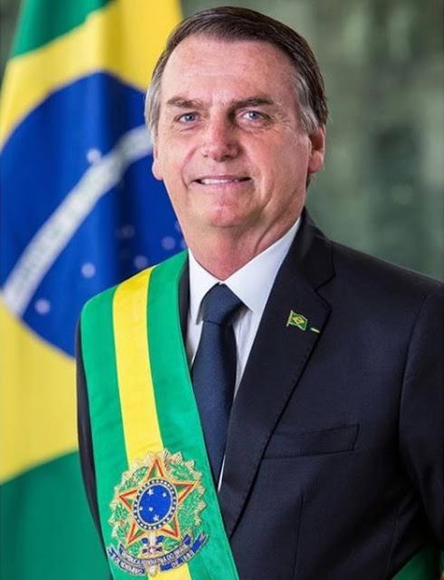 Bolsonaro divulga foto oficial com a faixa presidencial 1