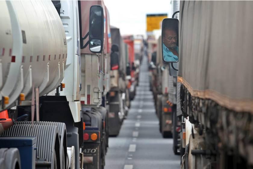 Maia pauta projeto para dobrar pontos na CNH de caminhoneiros 1