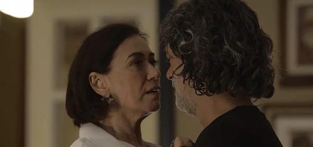 Em O Sétimo Guardião, Valentina descobre  que Murilo é o gato León: 'Como fui burra!' 1
