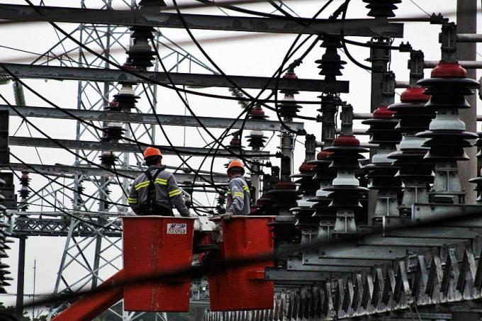 Conta de luz terá cobrança de taxa extra em abril Com a bandeira vermelha, que será aplicada em seu primeiro patamar, serão adicionado 3 reais a cada 100 quilowatt-hora (kWh) 35
