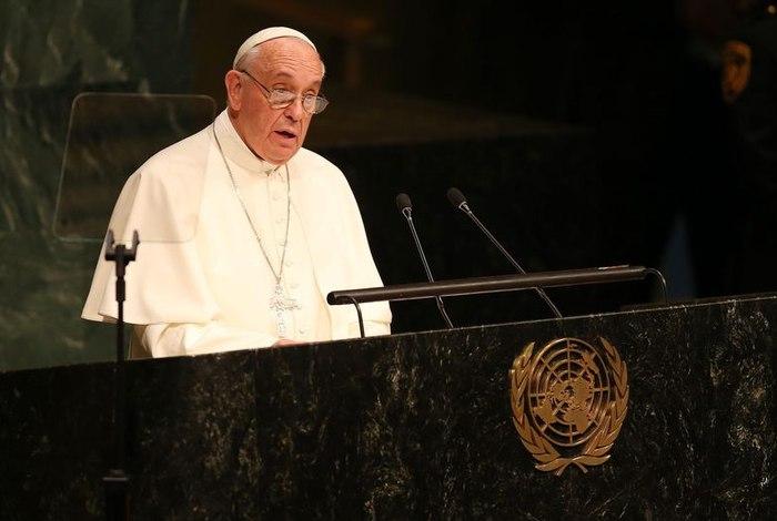 'Pelé é melhor que Maradona?', questiona Papa Francisco a jovem brasileiro 22