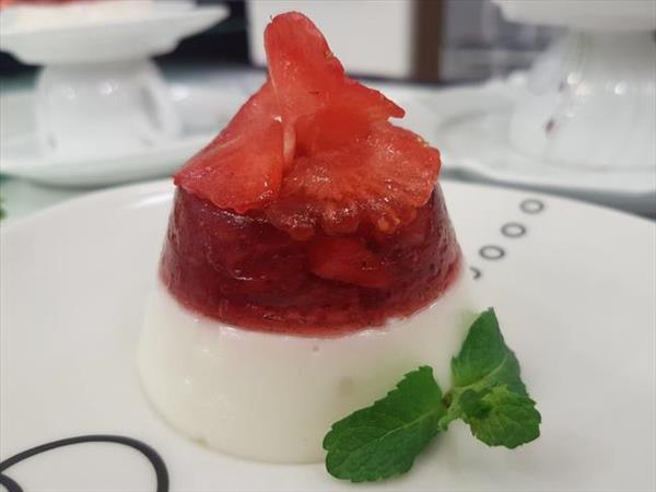 Receita: Gelatina vermelha com mousse de iogurte 30
