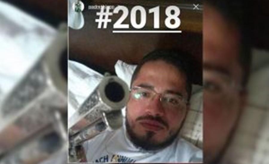 Padre Causa Polêmica Após Postar Foto Com Arma Em Rede Social 52