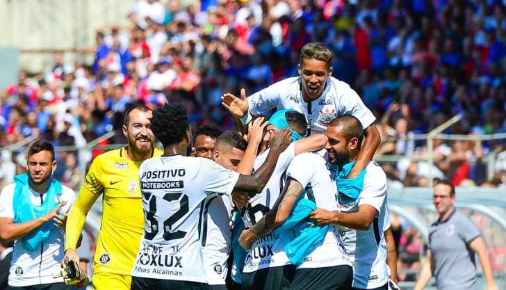 Corinthians goleia o Paraná na Vila Capanema e fica no topo da tabela 26