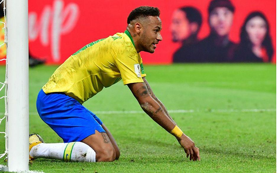 Presidente da Fifa elogia Neymar, mas gargalha ao falar do craque 42