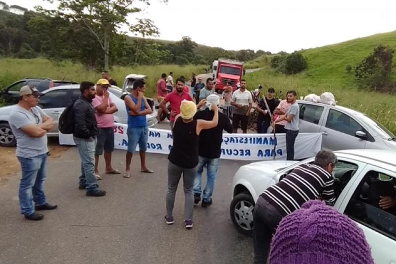 Motoristas fecham BA-283 em protesto contra más condições da rodovia 1