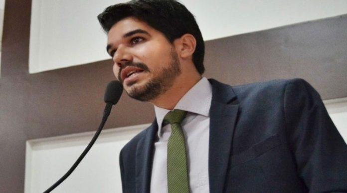 PROJETO DO VEREADOR ARTHUR DAPÉ BENEFICIANDO MÚSICOS DE EUNÁPOLIS É REJEITADO NA CÂMARA 48
