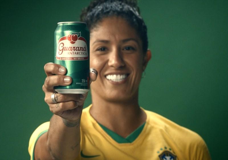 Deu certo. Empresas começam a patrocinar o futebol feminino 24