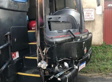 Ônibus do cantor Sinho Ferrary sofre acidente entre Ibicaraí e Itapé ao colidir com vaca 43