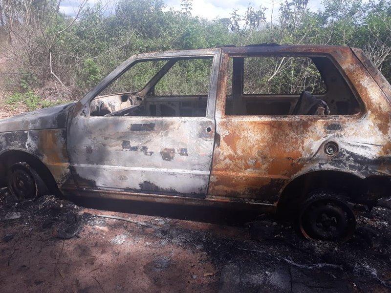 Carro de homem desaparecido é encontrado carbonizado 49
