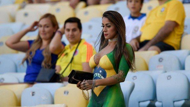 Torcedora pinta o corpo com a bandeira do Brasil e rouba a cena no Maracanã 1