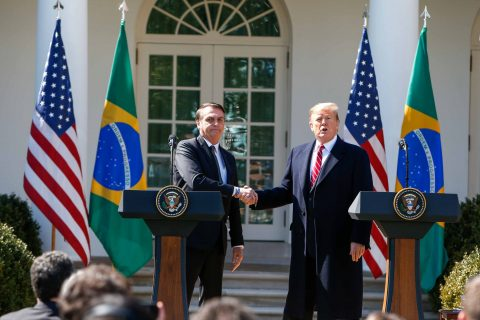 De olho em transição bilionária, Trump incentiva Bolsonaro a mudar lei de TV fechada no país 1