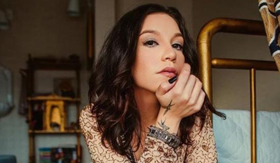 Artista gospel canta música de Ivete em culto e é detonada nas redes sociais 1