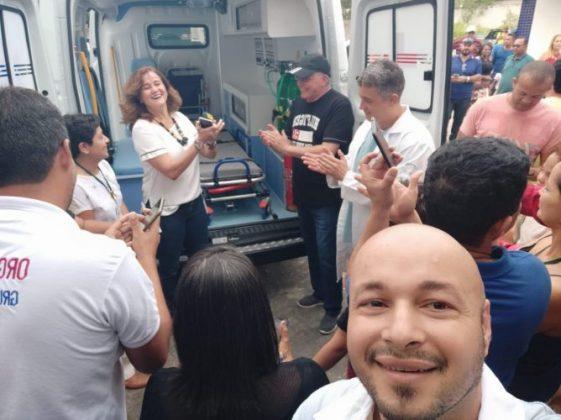 Deputado Jânio Natal entrega ambulância ao hospital regional de Porto Seguro 9