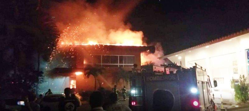 Imóvel pega fogo na orla norte de Porto Seguro 1