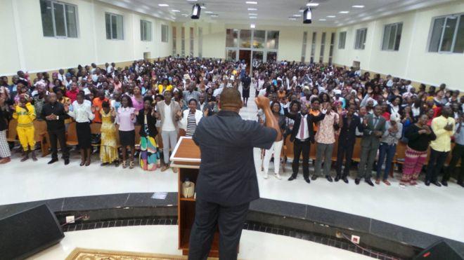 Pastores da Universal em Angola rompem com Edir Macedo e pedem expulsão de bispos brasileiros 1