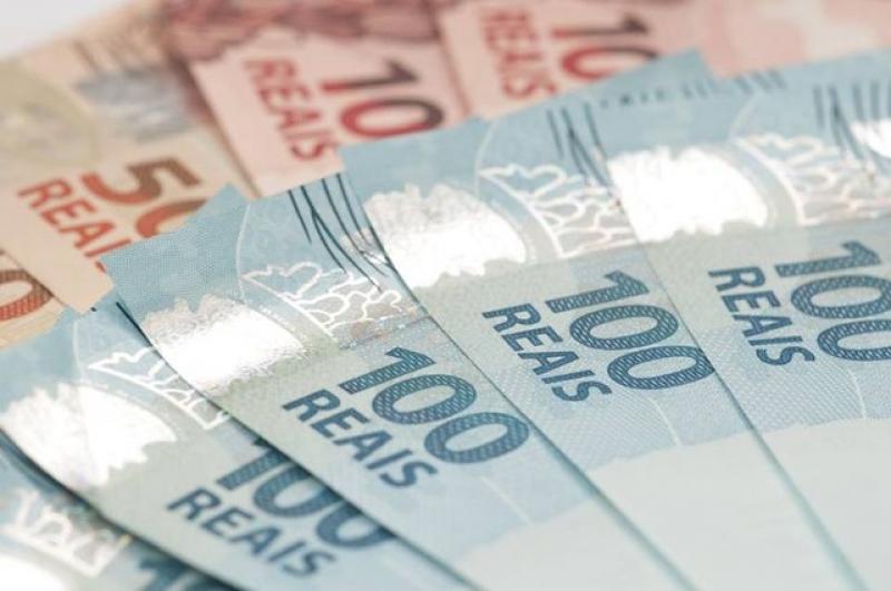 Governo reduz para R$ 1.031 estimativa de salário mínimo para 2020 1