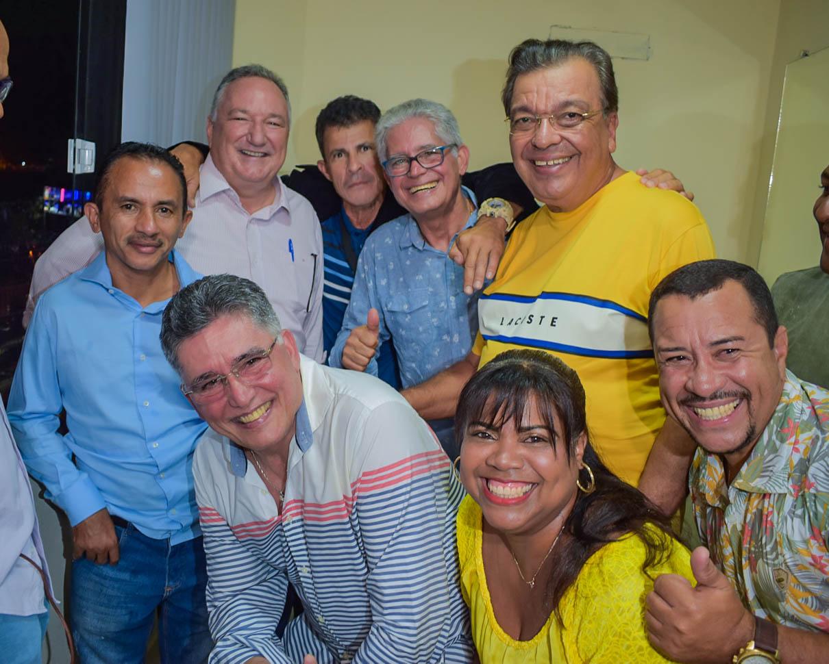 Jânio Natal comemora aniversário ao lado de amigos e familiares ao ritmo da Caneta Azul 26