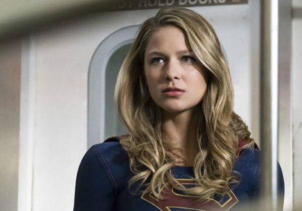 Atriz de 'Supergirl' relata caso de violência doméstica: 'Sobrevivente' 1