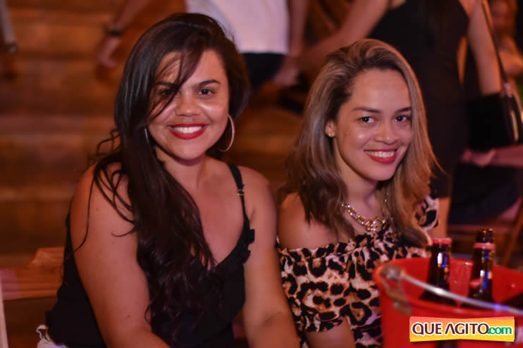 Eunápolis: Noite de sábado muito contagiante na Hot com show de Petra 30