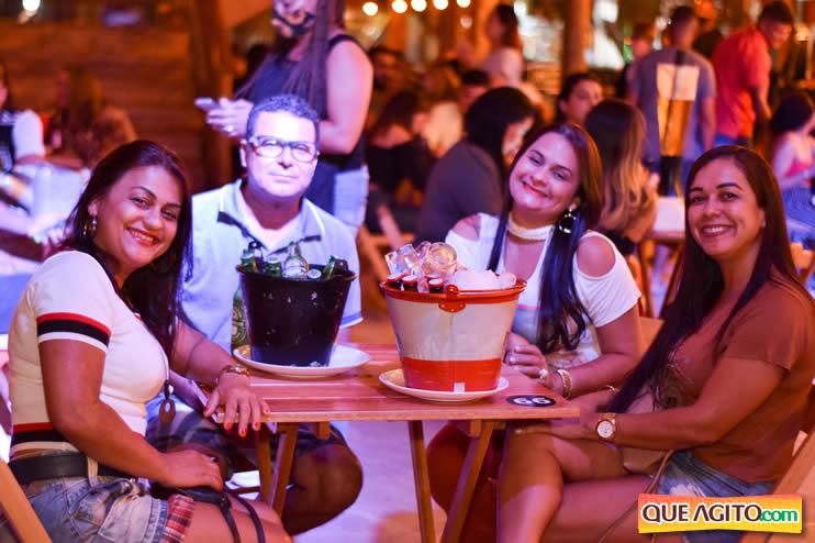 Eunápolis: Noite de sábado muito contagiante na Hot com show de Petra 38