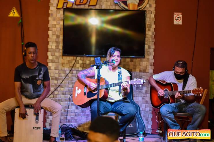 Eunápolis: Noite de sábado muito contagiante na Hot com show de Petra 44