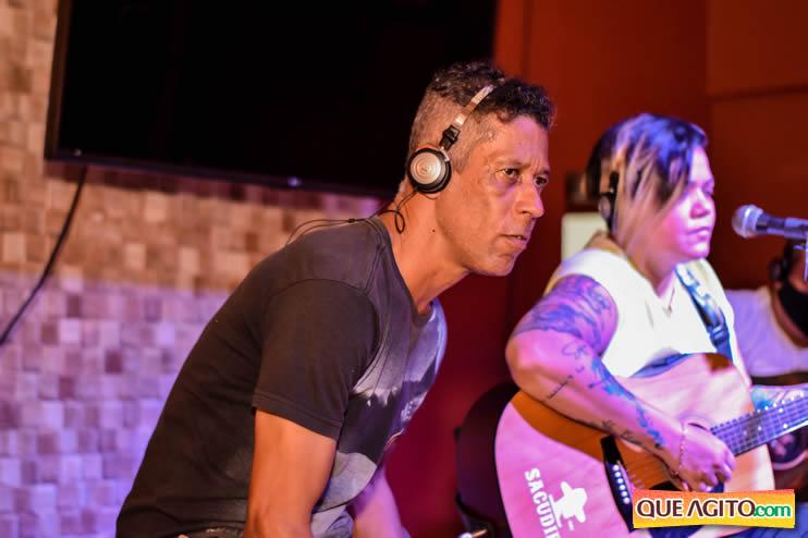 Eunápolis: Noite de sábado muito contagiante na Hot com show de Petra 48