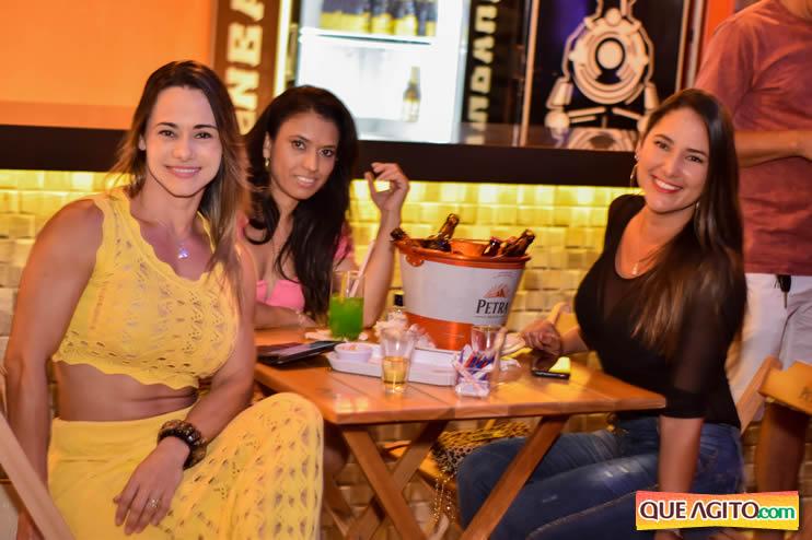 Eunápolis: Noite de sábado muito contagiante na Hot com show de Petra 46