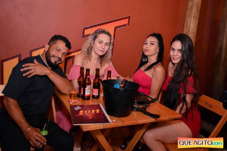 Eunápolis: Noite de sábado muito contagiante na Hot com show de Petra 58