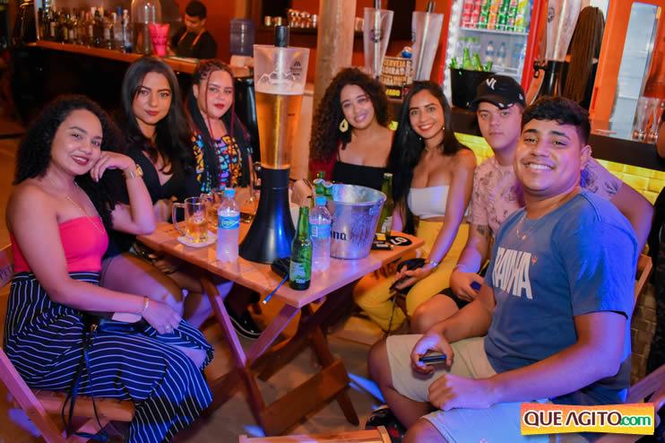 Eunápolis: Noite de sábado muito contagiante na Hot com show de Petra 63