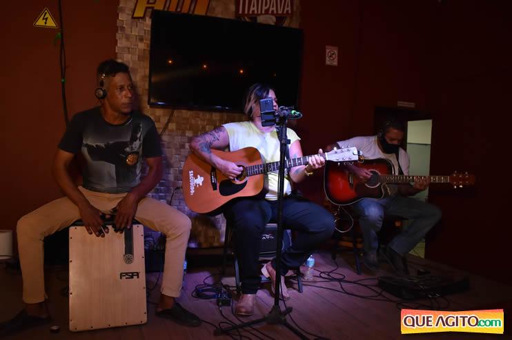 Eunápolis: Noite de sábado muito contagiante na Hot com show de Petra 66