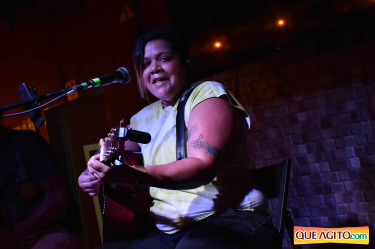 Eunápolis: Noite de sábado muito contagiante na Hot com show de Petra 72