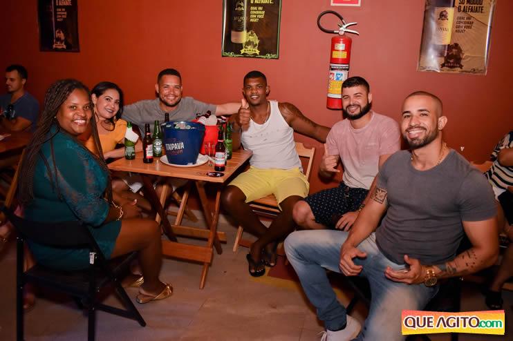 Eunápolis: Noite de sábado muito contagiante na Hot com show de Petra 80