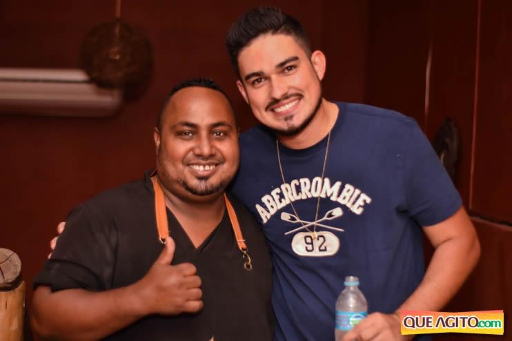 Eunápolis: Noite de sábado muito contagiante na Hot com show de Petra 91