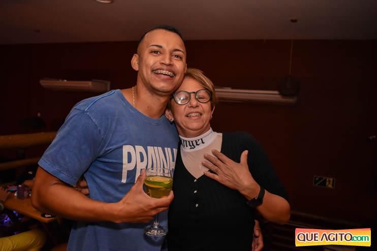 Eunápolis: Noite de sábado muito contagiante na Hot com show de Petra 93