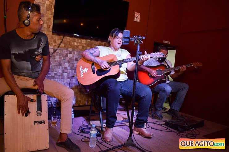 Eunápolis: Noite de sábado muito contagiante na Hot com show de Petra 101