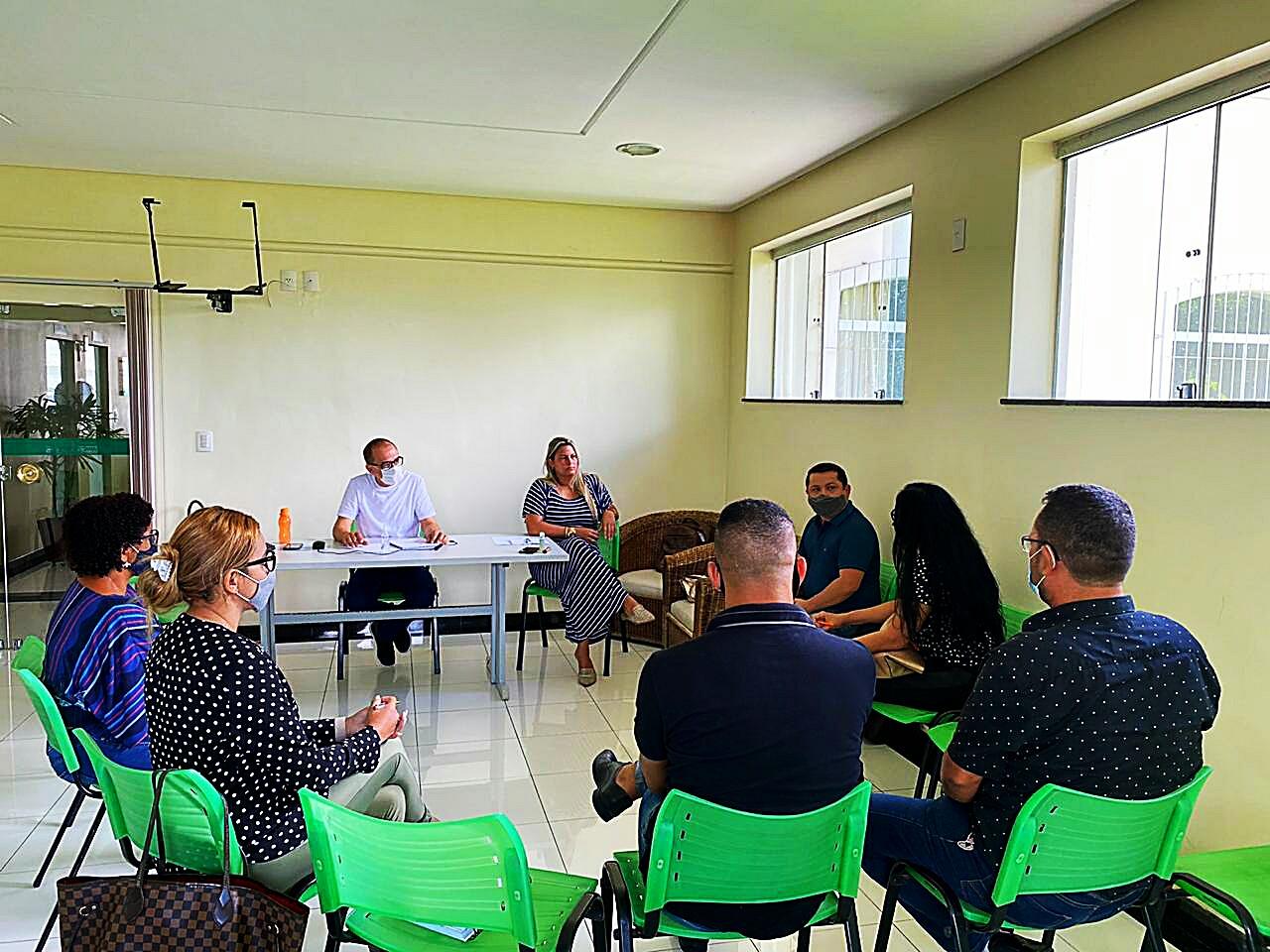 Em video conferência prefeita Cordélia Torres se reúne com equipe da Educação em Eunápolis 23
