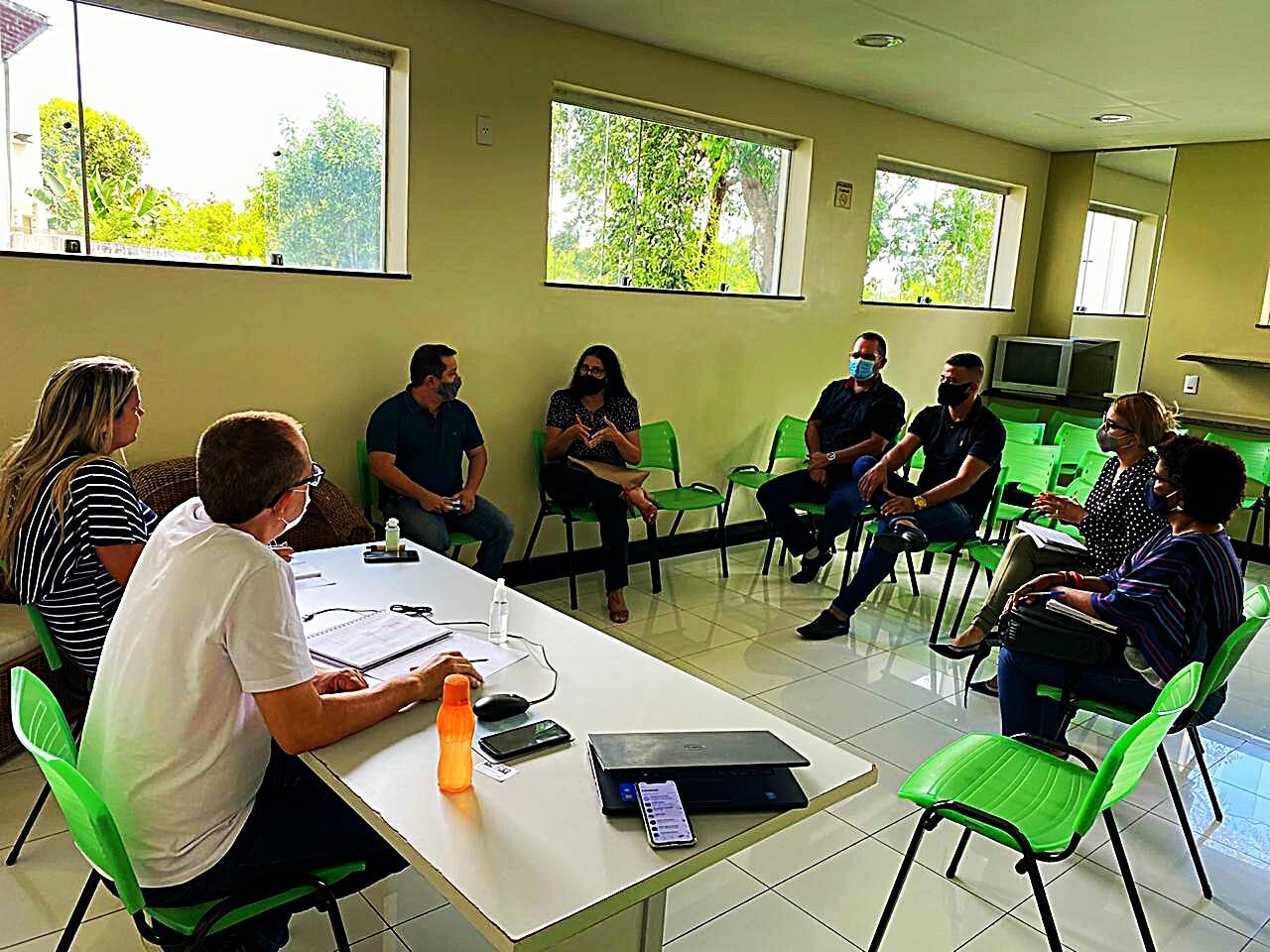 Em video conferência prefeita Cordélia Torres se reúne com equipe da Educação em Eunápolis 24