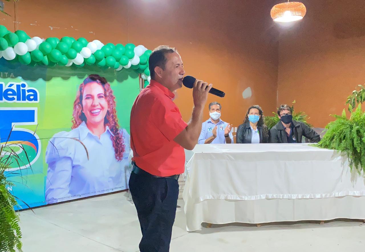 """Em reunião com Cordélia e Wanderson Barros moradores do bairro Sapucaeira afirmam: """"fomos esquecidos pelo prefeito"""". 25"""