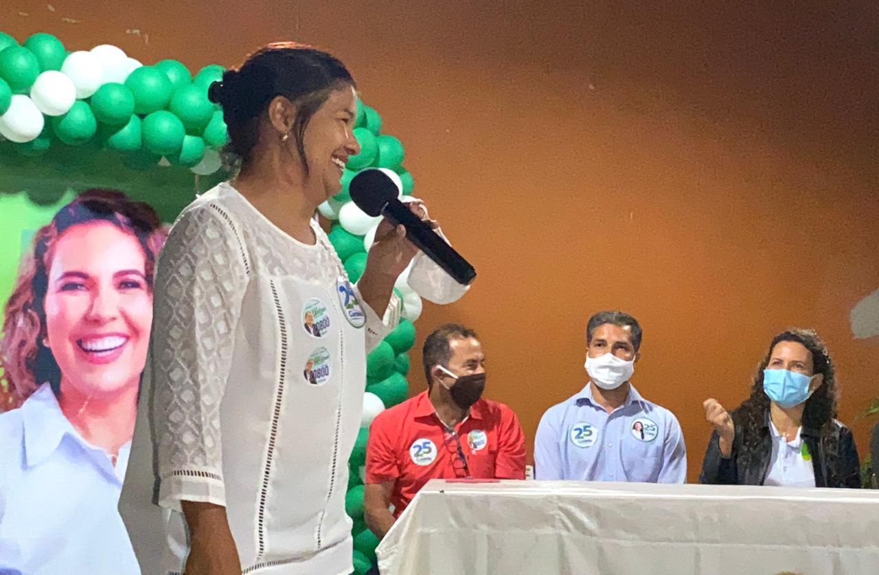"""Em reunião com Cordélia e Wanderson Barros moradores do bairro Sapucaeira afirmam: """"fomos esquecidos pelo prefeito"""". 26"""
