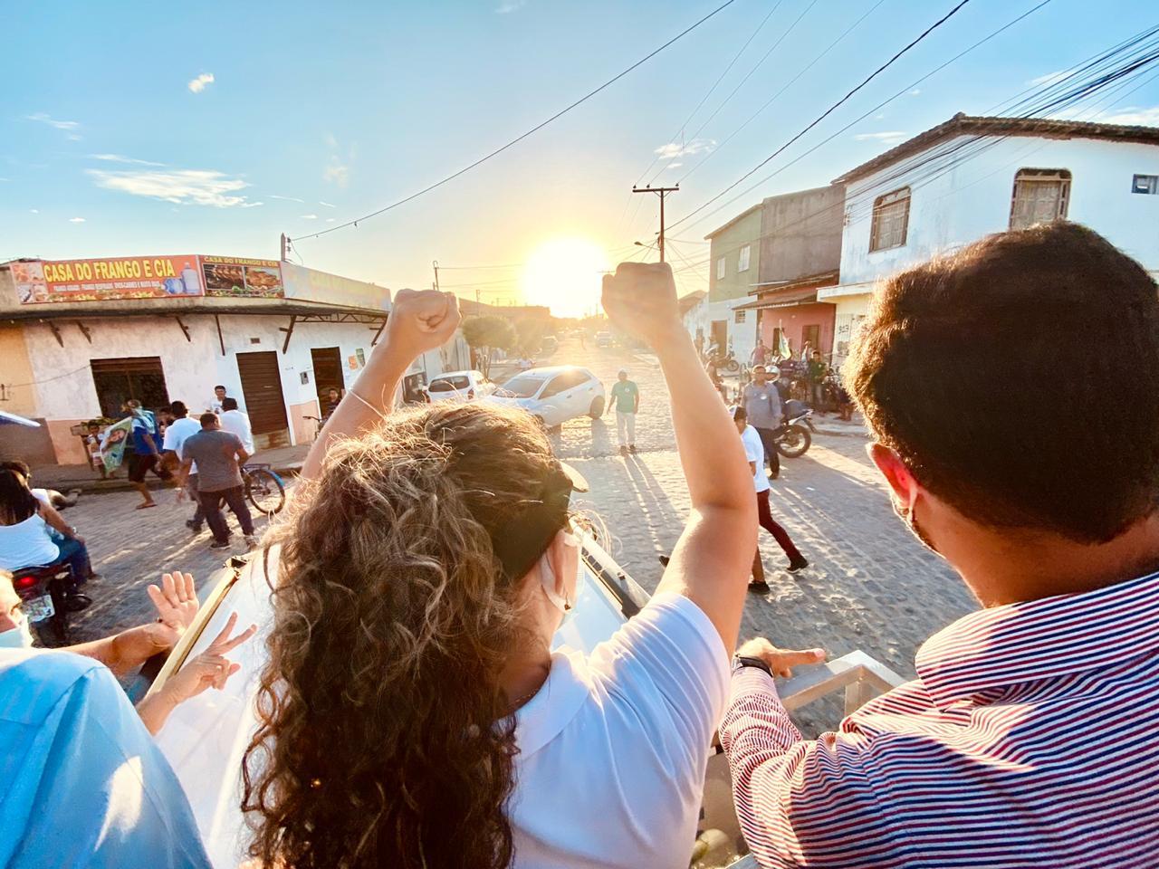 Primeiro 'Rolê de Cordélia' percorre bairros e empolga a galera 20