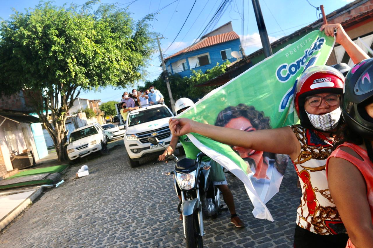 Primeiro 'Rolê de Cordélia' percorre bairros e empolga a galera 21