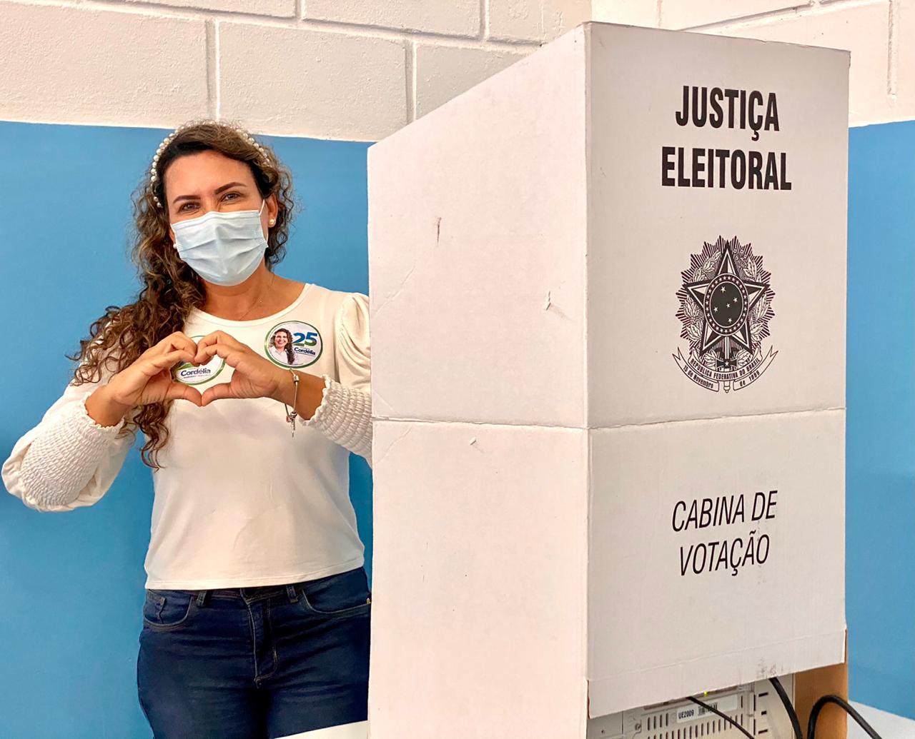 Cordélia vota no Colégio Anézia Guimarães e recebe o carinho de eleitores 18