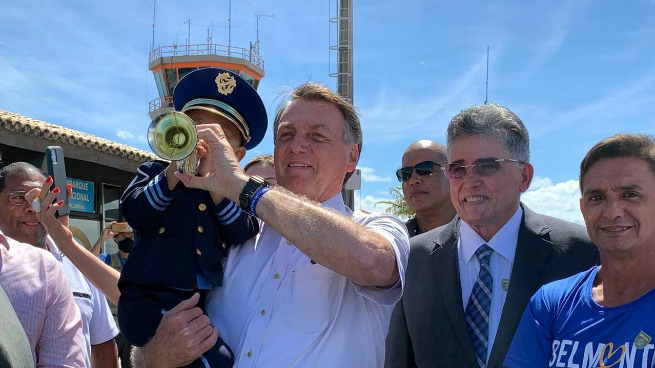 Prefeito Jânio Natal recepciona presidente Jair Bolsonaro em Porto Seguro 20