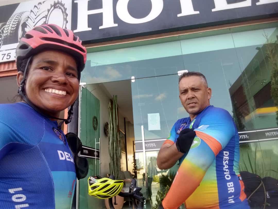Casal vai pedalar quase 5 mil km da BR-101 para ajudar crianças carentes 24